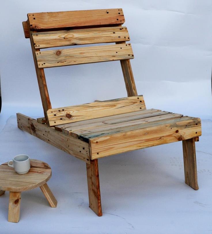 Tumbona de madera reciclada de palé