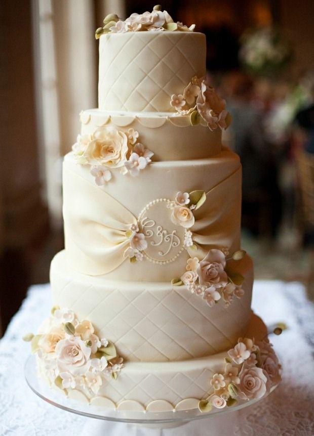 http://deavita.com/wp-content/uploads/2014/06/Hochzeitstorte-Zucker-Aufleger-Blumen-sch%C3%B6n-verziert.jpg