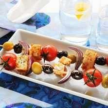 Grekisk sallad på pinne - Recept - Tasteline.com