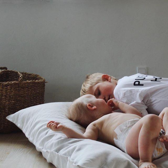 Putter inden sengetid ❥❥ #mysweethearts #elskerelsker #søskende