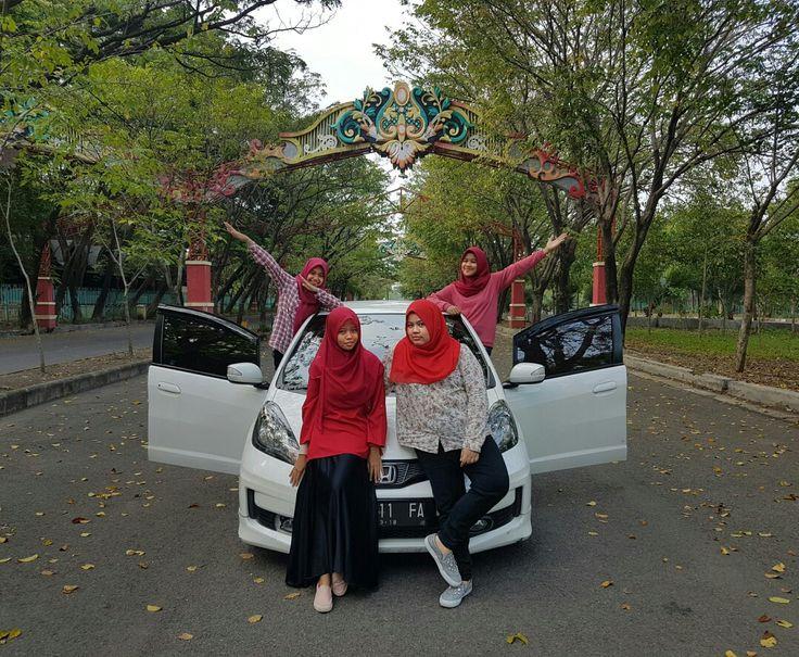 red! #redootd #hijabootd #photoinspiration #photogroup #hijabstyle