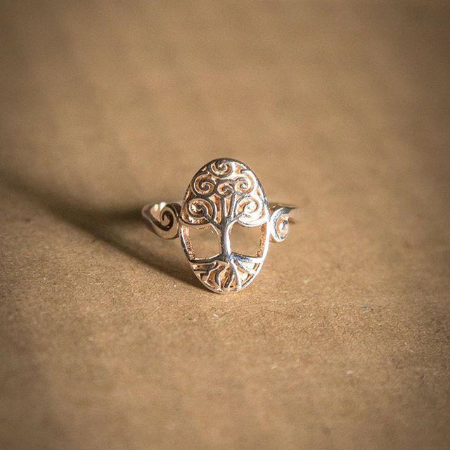 14€ de plata.Talla 20.Envío ordinario incluido.  16€ Envío certificado incluido.  Enviamos desde 2010! Estamos en wallapop,  vibbo,mil anuncios, facebook. Muchas referencias de clientes.  #joyeria #joyeriadeplata #plata #plata925 #925 #pulsera #anillo #collar #pendientes #silver #ring #earrings #bracelet #necklace #zafiro #marcasita #chicas #girls #moda #chic #fashion #colaboraciones #actrices #lavecinarubia #colgante…