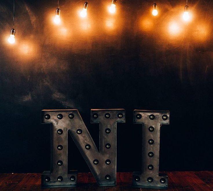 149 отметок «Нравится», 1 комментариев —  БУКВЫ С ЛАМПОЧКАМИ (@novolights) в Instagram: «Ваши инициалы отлично подойдут для декора свадьбы✨ Соберут вокруг себя гостей а также станут…»