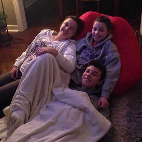 shawn mendes n' family so cute