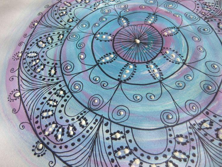 Mandala gemalt freihand nur mit Wasserfarben, schwarzem Filzstift und Deckweiß, Mirjam Schradi