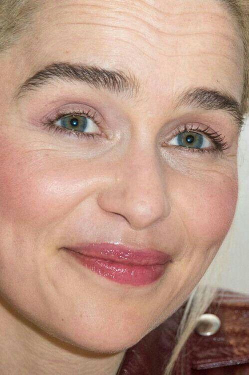 одновременно плюс эмилия кларк фото без макияжа рождены служить женское