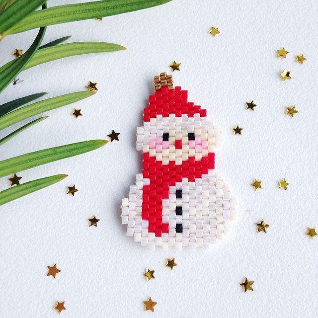 WEBSTA @ rose_moustache - Snowman... ☃️❄️!!! Il commence à circuler sur la toile ( merci Pinterest ... ! ) alors que je ne vous l'ai pas encore présenté ☺️✨! On attaque la saison hivernale ! #rosemoustache #motifrosemoustache #miyuki #perles #perlesaddictanonymes #perlesaddict #tissage #tissageperles #jesuisunesquaw #jenfiledesperlesetjassume #mondiyamoi #winteriscoming