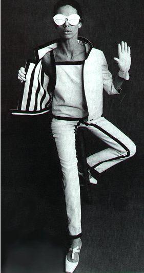 ESTILISTAS: André Courrèges foi um importante estilista francês e seu trabalho, visto como visionário. Seu grande marco foi a criação da minissaia, uma indumentaria polemica na época, até hoje há discussões se foi realmente ele ou Mary Quant que inventou a primeira saia curta. Em 1964,lançou sua coleção Space Age e em 1969 inventou a combinação da segunda pele.