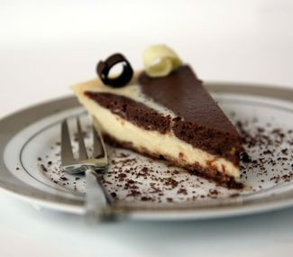 Low fat cookies and cream baked cheesecake recipe from Annette Sym's Symply Too Good To Be True book six.
