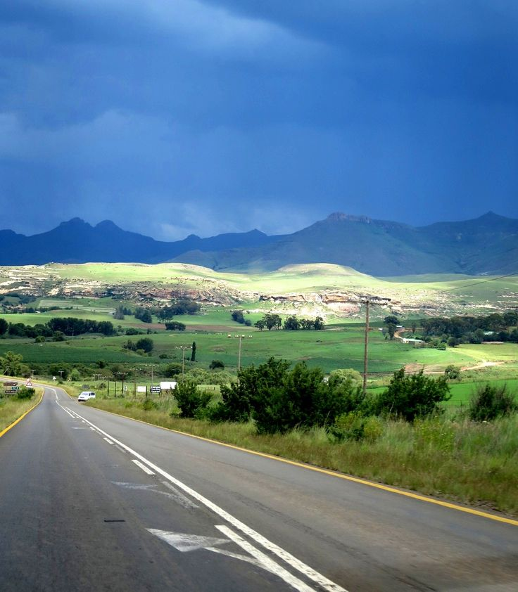 Road towards Clarens in the Free State