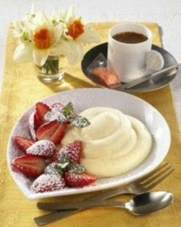 """Erdbeeren mit Eierlikör-Creme Rezept: Milch,Schlagsahne,Eierlikör,""""Vanille"""",Erdbeeren"""