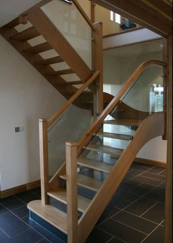 Half-turn staircase with a lateral stringer (wooden frame and glass steps) Broadleaf Timber