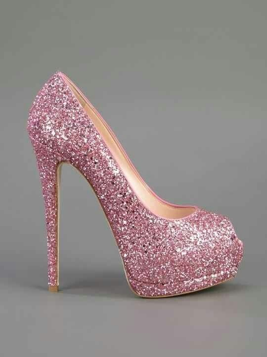 Glittery pink heel.....TO DIE FOR!!!
