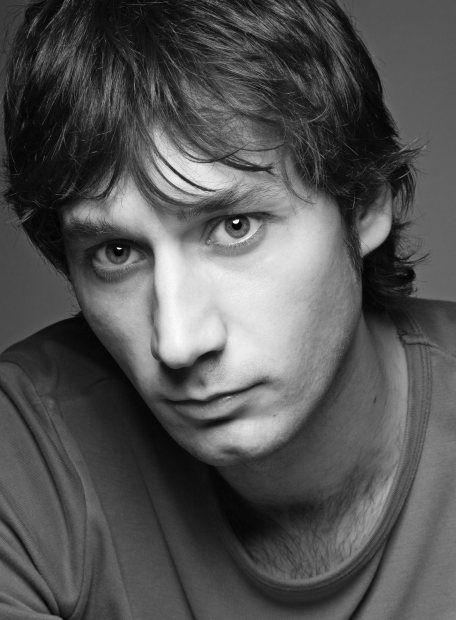 Raúl Fernández de Pablo. Actor español. Nació en Madrid el 10 de enero de 1975.