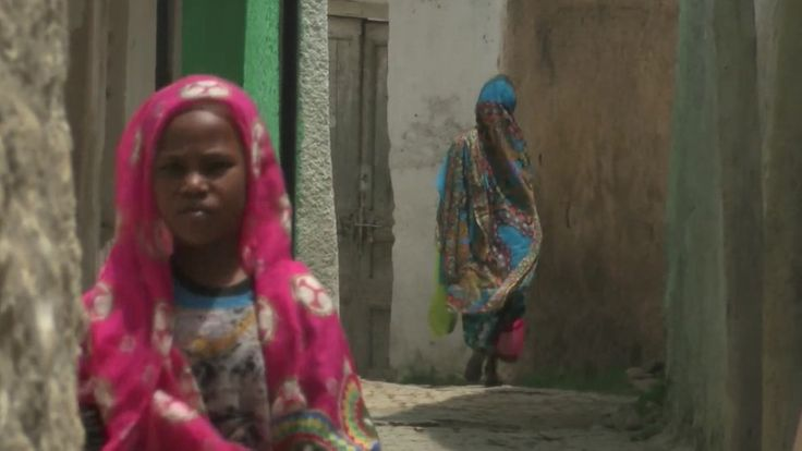 Harar - the Ethiopian city known as 'Africa's Mecca' https://tmbw.news/harar-the-ethiopian-city-known-as-africas-mecca  As the Unesco-recognised Ethiopian city of Harar marks its 1,010th anniversary, the BBC's Emmanuel Igunza explores its unique heritage.Night falls in the ancient city of Harar, and I'm witnessing a breathtaking, if not bizarre, exercise.A young man skewers chunks of meat onto stick, holds the stick in his mouth, and then proceeds to feed a number of hyenas who emerge from…