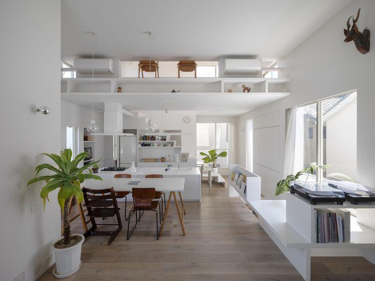 The Corner House in Kitashirakawa / UME architects