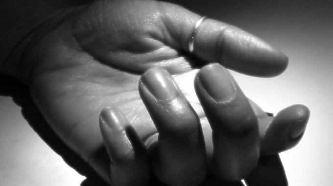 Voici comment retrouver des mains belles et sèches en 3 étapes.  Découvrez l'astuce ici : http://www.comment-economiser.fr/mains-moites-que-faire.html