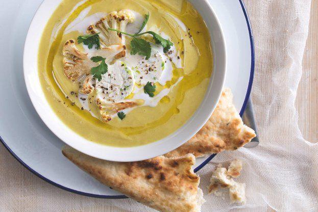 Indická květáková polévka s paneerem