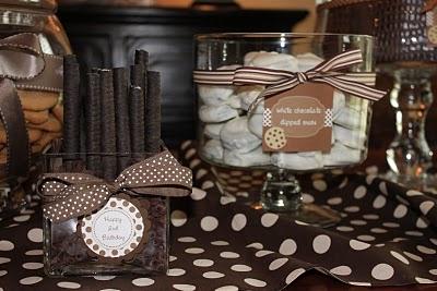 Chocolate chips as vase filler