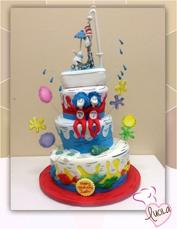 Fondant inspired in Cat in the Hat book.