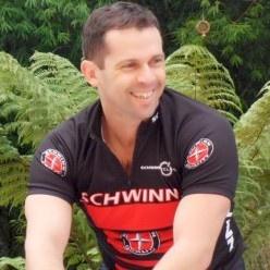 #PauloVicente #PersonalTrainer e #Schwinn® Ciclismo Indoor em #Curitiba Paraná, Brasil • Bemvindo! #NoEgo