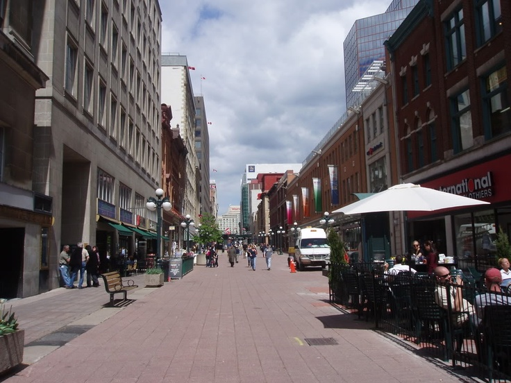 A scene of the Sparks Street Mall. The whole street is literally one huge shopping mall! What a concept!