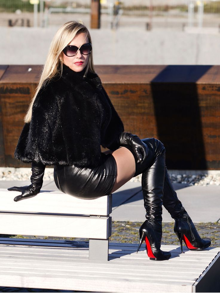 New BOOTS  WOMEN DRESSED IN LEATHER