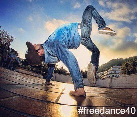 #ИНТЕРЕСНОЕ_FREEDANCE40  ☝☝☝ BREAKING или B-BOYING (англ. breakdance) — уличный танец, одно из течений культуры хип-хоп. Сегодня выделяют два основных вида этого танца: нижний экстрим – танцор исполняет в основном акробатические и силовые трюки на полу; верхний брейк-данс – топ рок базируется на пластике тела: это перемещения тела в пространстве и фиксы, которые на первый взгляд противоречат всем законам физики и гравитации. Весь танец брейкинг пришёл из Нью-Йорка с юга Бронкса, кроме…