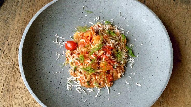 Risotto laget med byggryn. Det blir byggotto. Lise Finckenhagen serverer den med en tomat- og fennikelsaus.