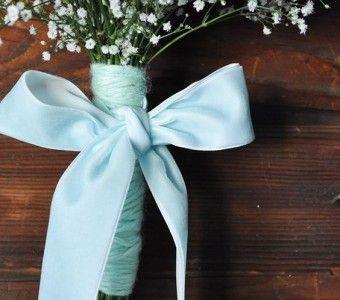 Heb je geen traditionele bruiloft maarvind je het toch mooi om een beetje traditie toe te voegen? Kies dan voor.. lees verder op thevow.nl! #trouwen #thevow #ietsblauws