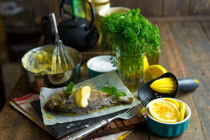 Белая рыба в соусе Бер Блан (beurre blanc) Белая рыба — 4 шт Лимон — 1 шт Белое вино — 300 г Сливки 20% — 30 г Сливочное масло — 250 г
