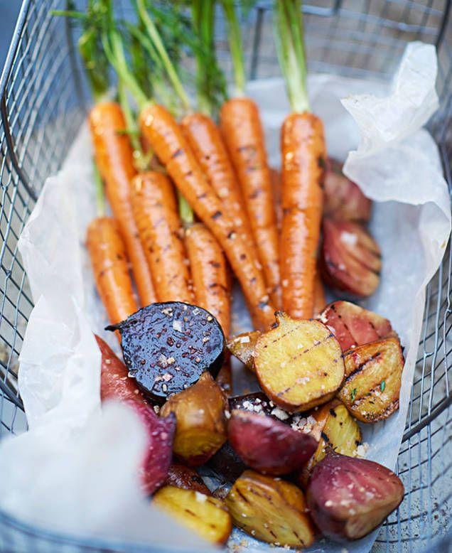 Morötter, betor & fänkål, eller välj de primörer du själv gillar bäst och som är i säsong just nu. Späda morötter blir jättegoda på grillen.