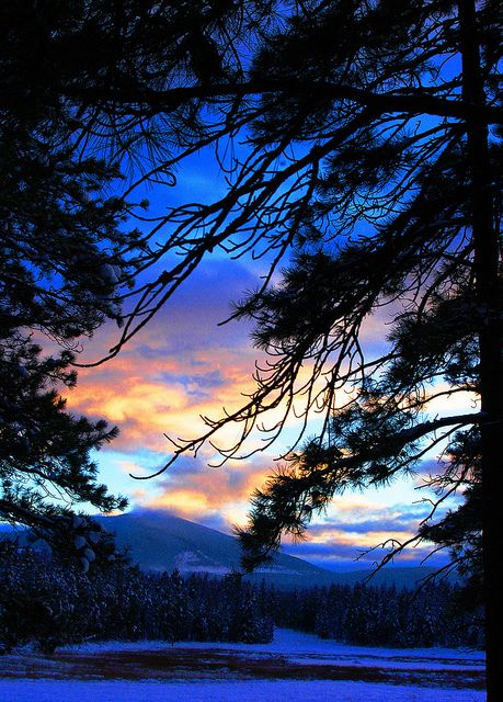 Colourful night shot of the sky in Cranbrook, BC #Kimberley