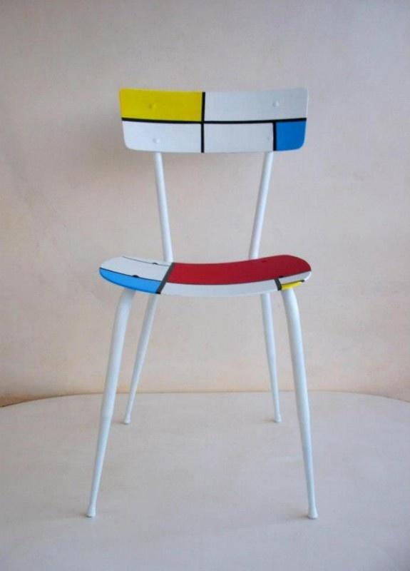 Sillas recicladas inspiración Piet Mondrian y otra  Kazimir Malevich