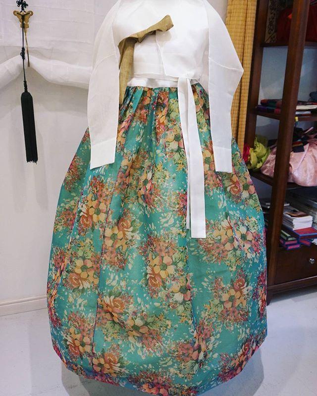 모녀를 위한 맞춤한복입니다: ) 지은이 , 김복희 선생님. #풍경한복 #한복 #맞춤한복