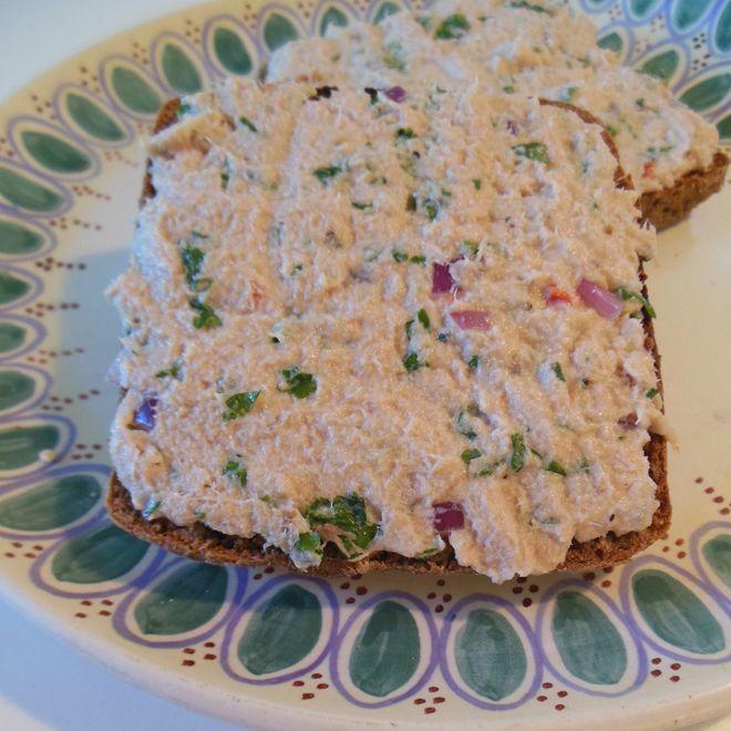 Opskrift på lækker tunsalat, med kun 94 kalorier pr. 100g