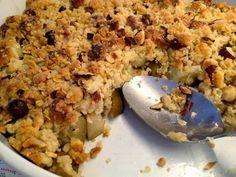 Min bedste opskrift på crumbledej – her i en pærecrumble med marcipan og nødder | Valbylille