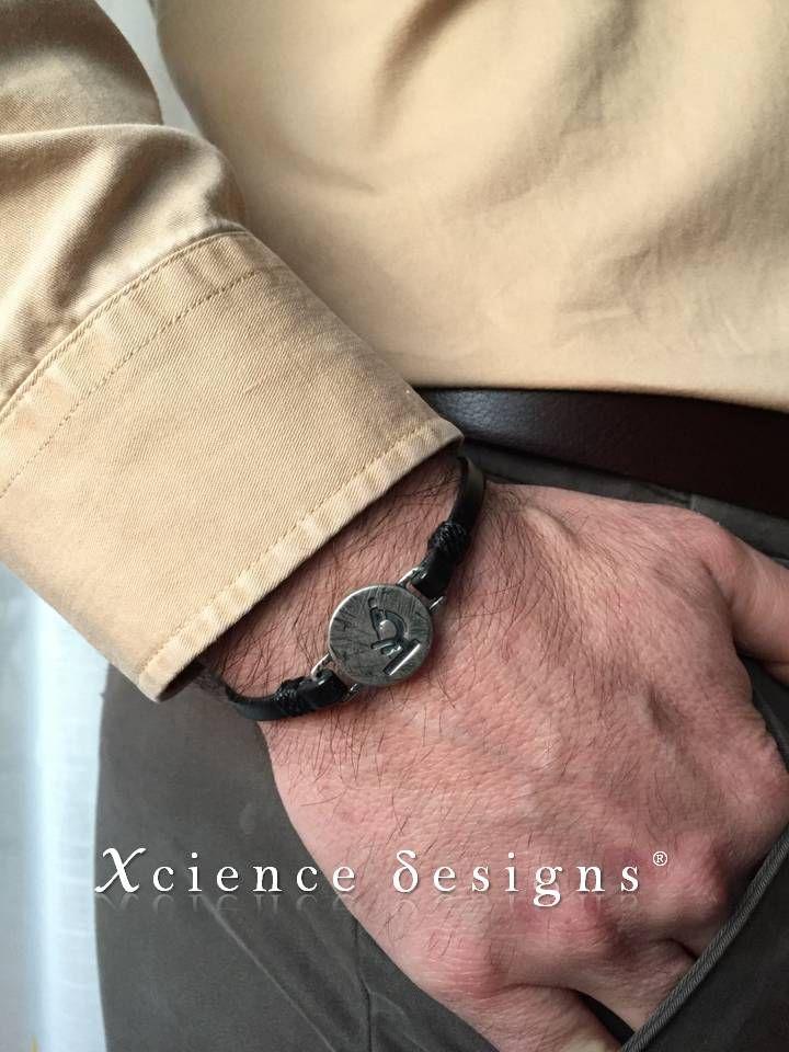 joyas diseñadas para el hombre de ciencia. science jewellery for the scientific man. Próximamente disponible en nuestra tienda on line.