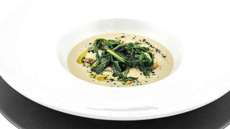 """Crema di fave, cicoria selvatica, spirulina e granola di semi"" di Emanuela Tommolini, chef specializzata in cucina naturale e vegetariana  #food #vegan #lamadia"