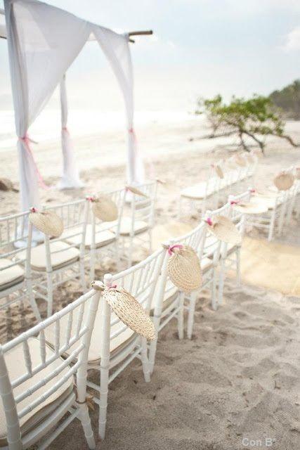 Ceremonia en la playa http://conbdeboda.blogspot.com.es/2013/06/bodas-en-la-playa.html