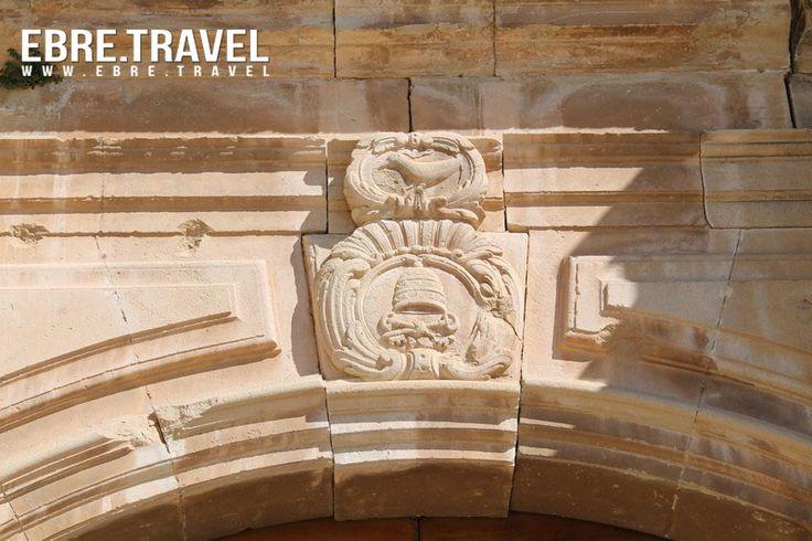Petits detalls del #patrimoniarquitectònic de #TerresdelEbre.  Little details of the #architecturalheritage in #TerresdelEbre. Pequeños detalles del #patrimonioarquitectónico de #TerresdelEbre.  #EsglésiadeStPere #Poblevell #CorberadEbre.