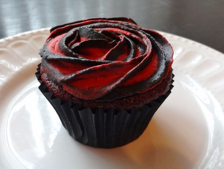 Halloween Two-Tone Rose Red Velvet Cupcakes | Domestic Gothess
