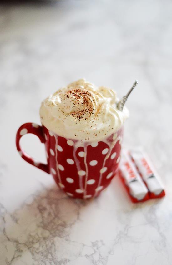 kaffee mit kinderschokolade und sahne