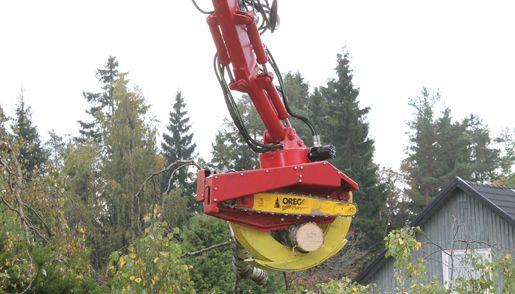 Vi utför trädfällning med kran och såg.  Räckvidd: ca 30m. LBC Borås.