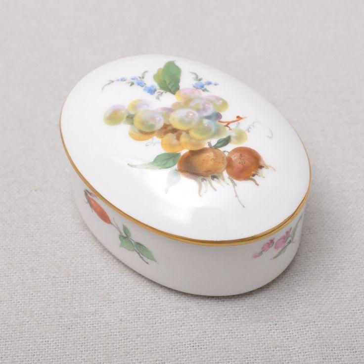 Wahl, TOP. Form: ovale Dose mit Deckel. Dekor: Fruchtmalerei, Goldrand. Zustand: sehr guter, unbeschädigter Zustand (siehe Detailbilder).   eBay!