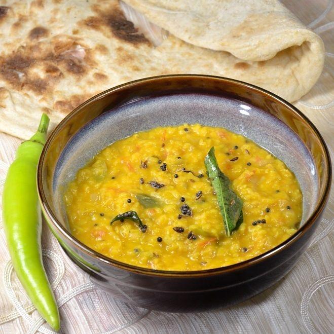 Pyszne wegetariańskie curry - dal z soczewicy. Danie bardzo łatwe w przygotowaniu, sycące i zdrowe.