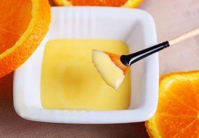 Το πορτοκάλι είναι φουλ στα αντιοαντιοξεδωτικά,έτσι θα δώσει λάμψη στην επιδερμίδα .Σε συνδυασμό με το γιαούρτι και το μέλι ,(που τα συστάτικα που περιέχουνθρέφουν την αφυδατωμένη επιδερμίδα, τη μαλακώνουν και τη βοηθούν να διατηρήσει την υγρασία τηςενώοι βιταμίνες τους -ιδιαίτερα η βιταμίνη Α- έχουν αναπλαστικές και ανανεωτικές ιδιότητες) είναι ότι καλύτερο για το χειμώνα Υλικά …