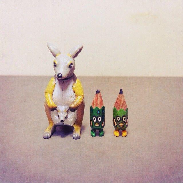 ✏️✏️ #art #acrylic #artwork #tiny #figure #doll #tinydoll #wood #woodcarving #pencil #pencilman #etsy #creative #craftsposure #stationery #handmade #miniature #green #kangaroo #toy