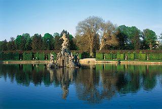 So herrlich ist ein #Urlaub nahe #Würzburg Bild: Hofgarten Veitshöchheim, Großer See mit Parnass