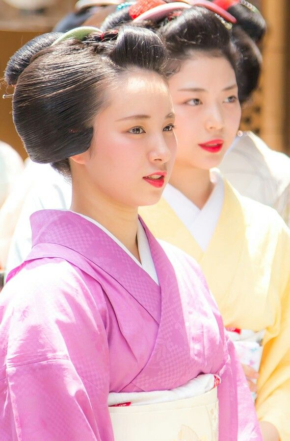 Maiko, Fukunae. These girls are so pretty and sweet. #Kyoto #Japan
